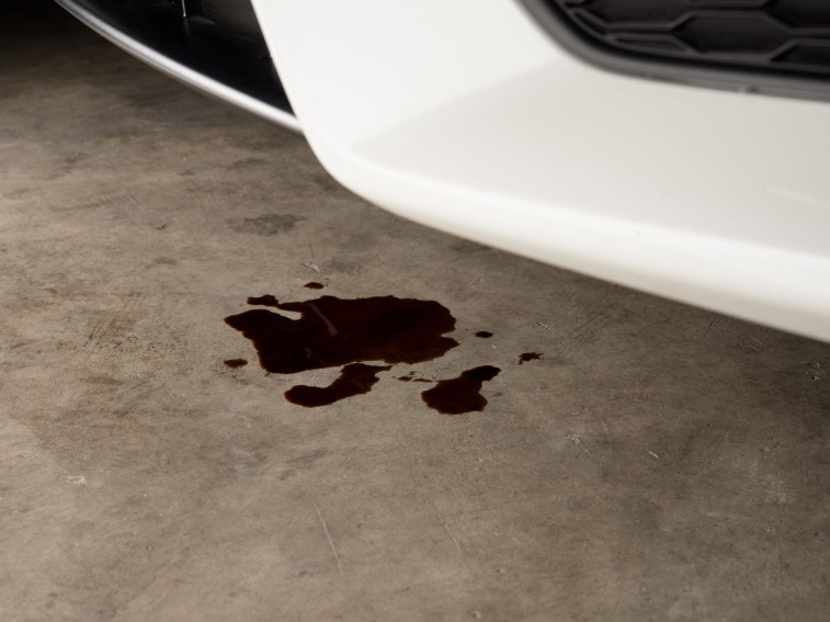 How to identify an oil leak in your salvage car