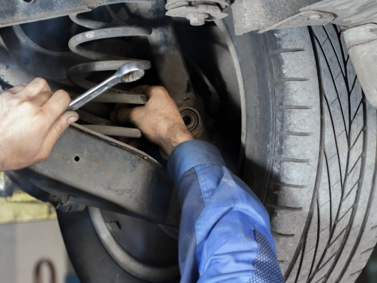 Can you drive a car with broken suspension?