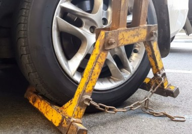 yellow car wheel clamp