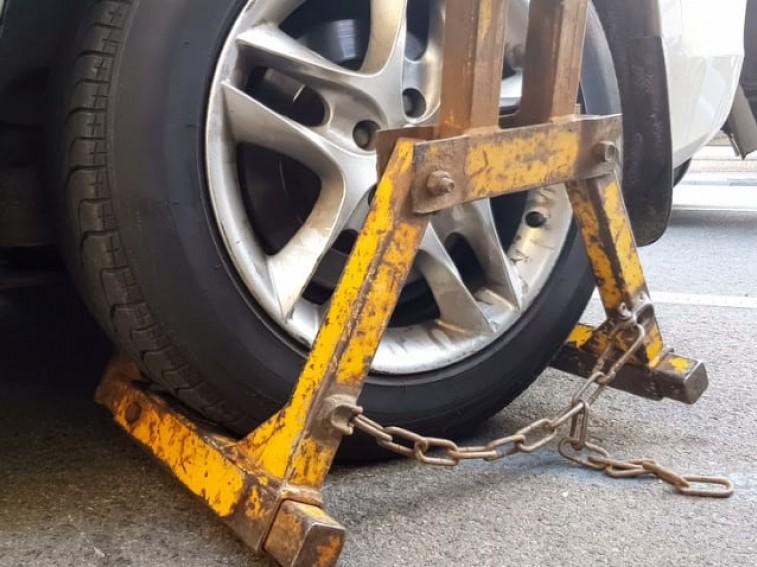 yellow car wheel clamp