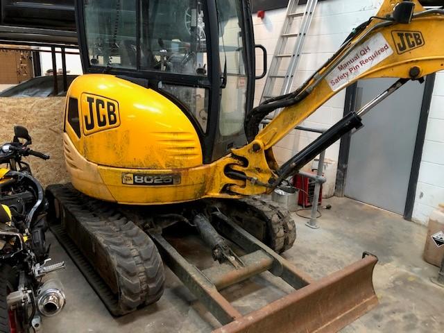 JCB 8025