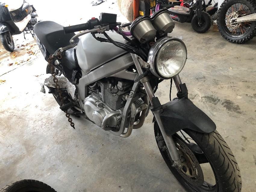 2002 SUZUKI GS 500