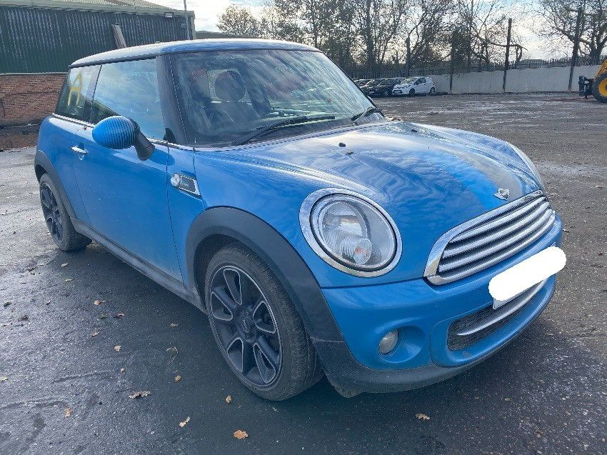 2013 MINI HATCH